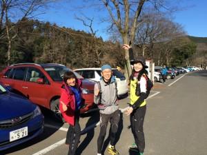 2時間ちょっとで大会会場 、埼玉県日高市巾着田西側の河原へ到着。仲間の彌生ちゃんは、藤田さんとペア。私はソロでレギュラークラスに出まーす。10キロほど走る予定。
