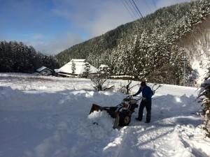 でも、下は(街は)除雪の後も道がボコボコで走りづらいらしい。明日は安曇野まで行くのですが、大丈夫かなあ。